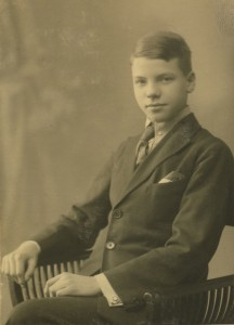 S. 38, billede 1 Niels Carl som konfirmand 1923